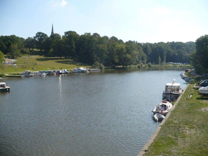 Canal de Nantes à Brest - zone de loisir Saint Clair à Guenrouet